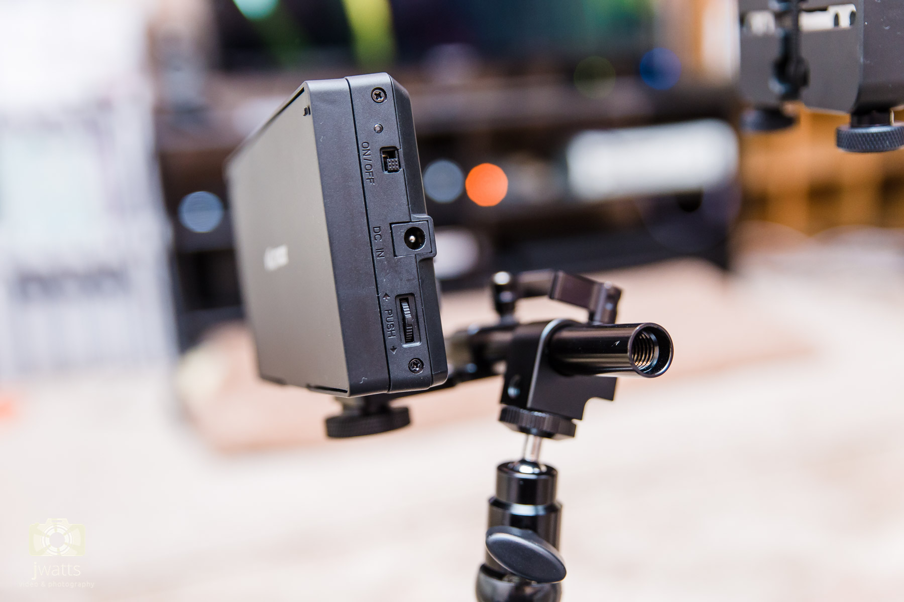 How to attach an external monitor to your DSLR camera for under £40